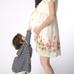 お腹の赤ちゃんにタッチ